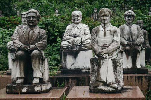 14092016-statues2