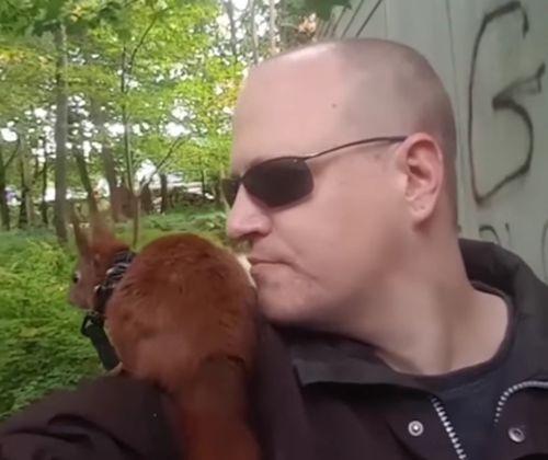 20102016-squirrel