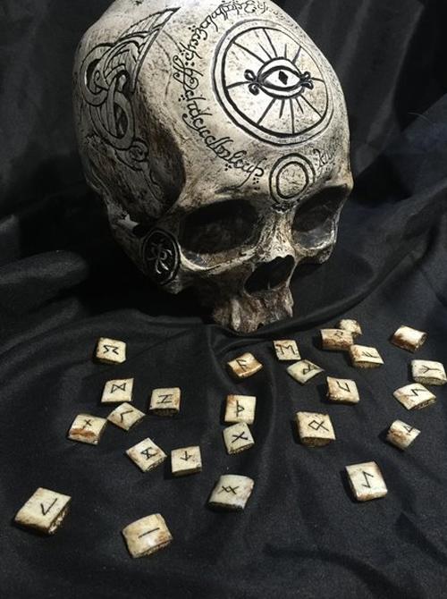 01112016-skullcarver1