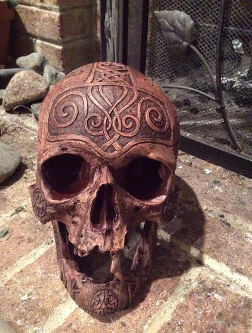 01112016-skullcarver4