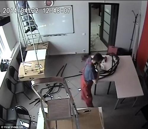 22112016-workman