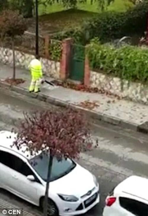 04122016-streetcleaner1