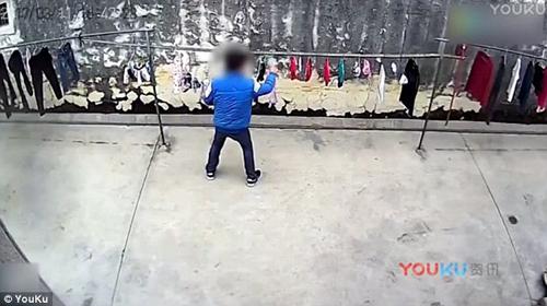 Женское белье на мужчине видео вега порно