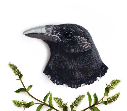 вышитые броши с птицами