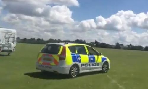 турист позаимствовал полицейскую машину