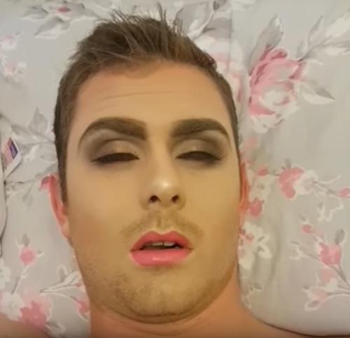 девушка из мести накрасила спящего парня