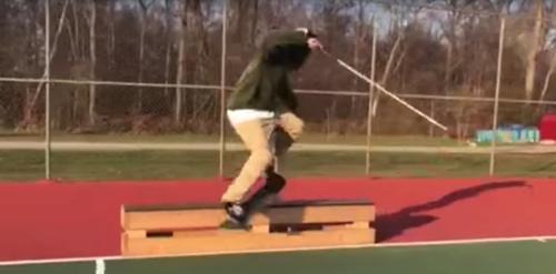 слепой скейтбордист