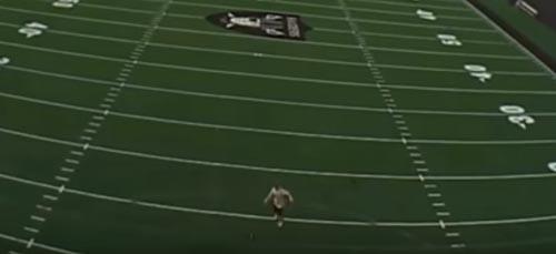 спортсмен мячом сбил дрон