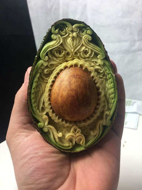 авокадо превратилось в шедевр