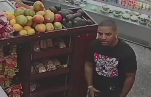 продавца закидали авокадо