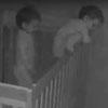 близнецы сбегают из кроватки