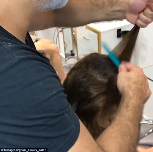 парикмахер скрыл лысину клиентки