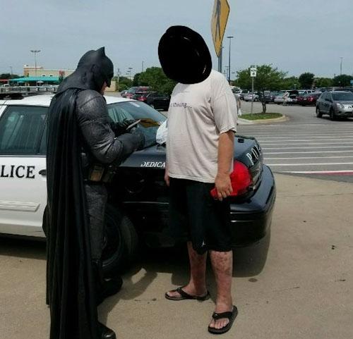 бэтмен задержал преступника