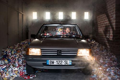 мусор стал реквизитом