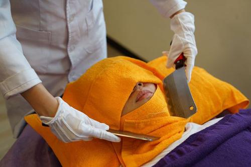 массаж сделанный ножами