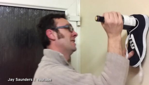 как открыть вино кроссовком