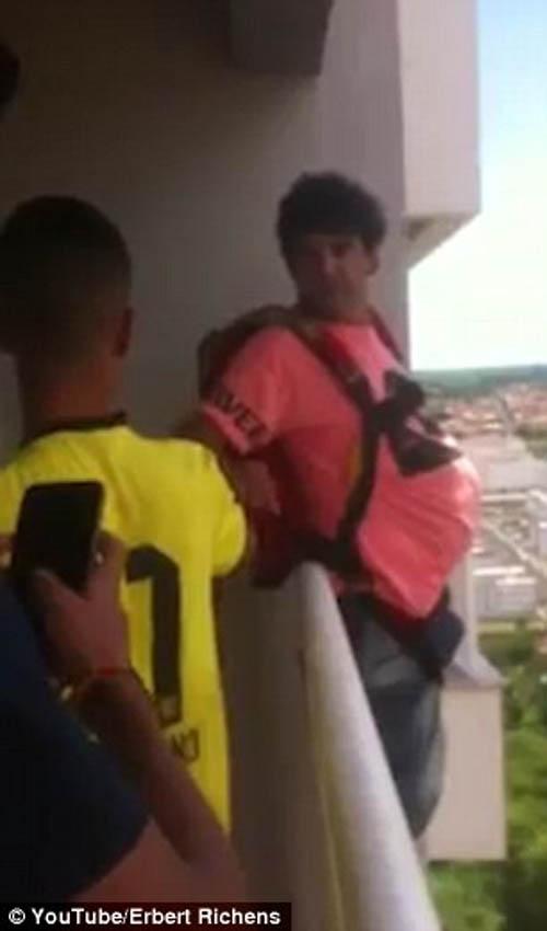 прыжок с балкона с парашютом