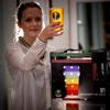 робот умеет наливать пиво
