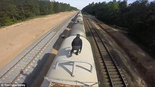 пробежка по вагонам поезда