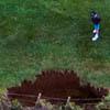 гольфисты на краю обрыва