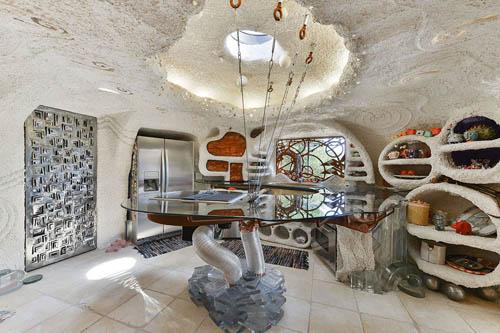 дом в стиле флинстоунов