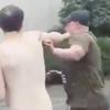драка между голым и одетым
