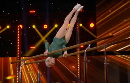пожилая гимнастка на телешоу