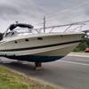 лодка на обочине дороги