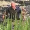 полицейский спас тонущую собаку