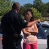 полицейский наорал на женщину