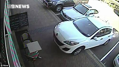 водитель въехал в кафе