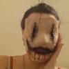 маска приклеилась к лицу
