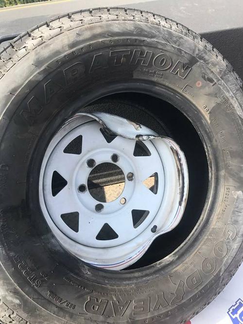 колесо прилетело в лобовое стекло