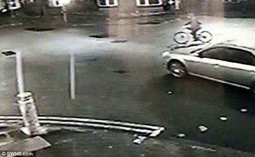 водитель сбил женщину и уехал