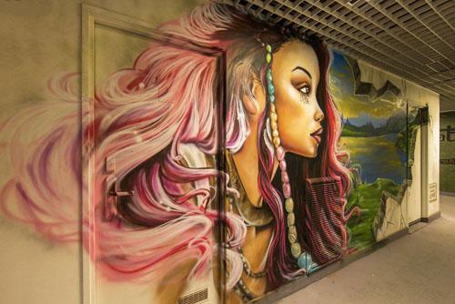 мастера граффити разрисовали школу