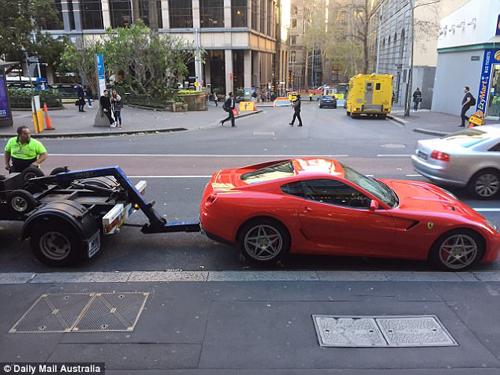 неправильно припаркованный ferrari