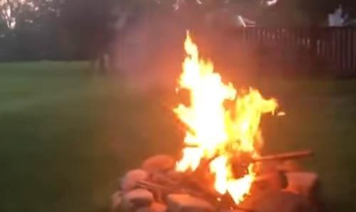 розжиг огня с помощью петард
