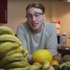 студент ест 150 бананов в неделю