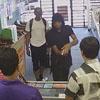 продавцы отбились от грабителей