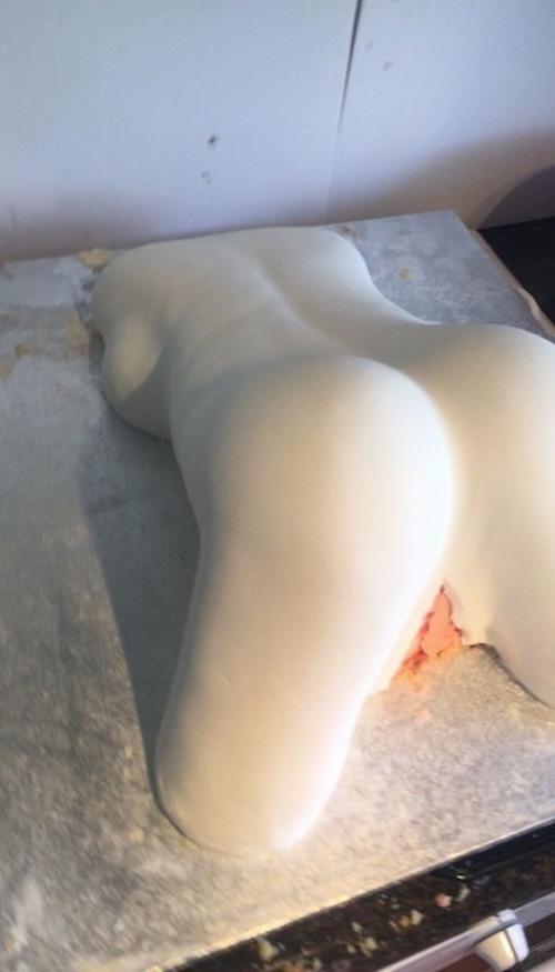 неприличный торт потряс именинника