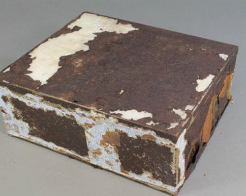 фруктовому кексу 100 лет