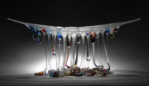 стеклянные столы похожи на медуз