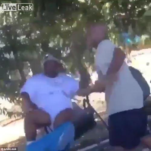 потерял штаны во время драки