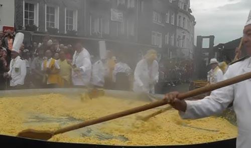 гигантский омлет из 10000 яиц