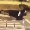 мужчина на скутере упал в яму