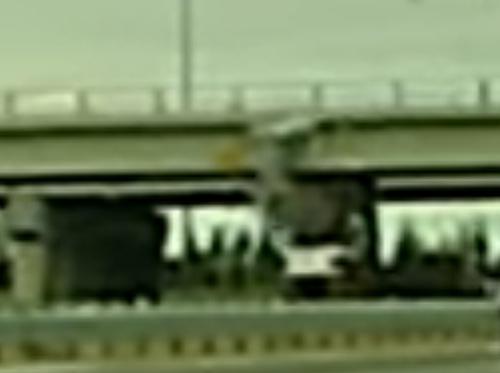 экскаватор врезался в мост