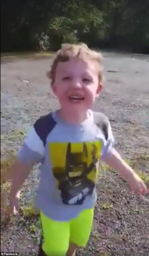 змея испортила малышу рыбалку
