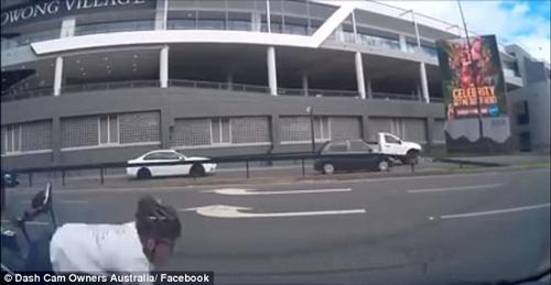 велосипедист врезался в машину