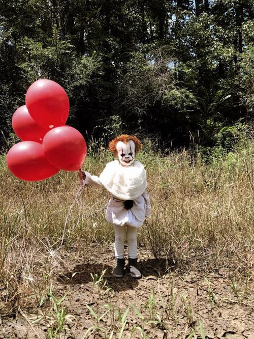 жуткий ребёнок-клоун
