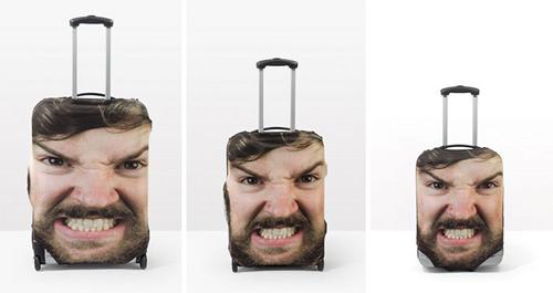 огромное лицо на чемодане